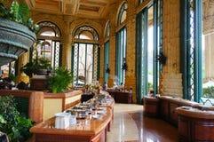 美丽的餐馆早餐在豪华宫殿在Sun City 免版税库存图片