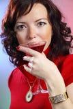 美丽的马蒂尼鸡尾酒性感的妇女年轻&# 库存图片