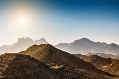 美丽的高山在阿拉伯沙漠 免版税图库摄影