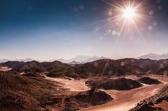 美丽的高山在阿拉伯沙漠 库存照片