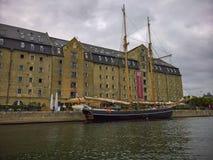 美丽的高船和仓库哥本哈根 免版税库存图片
