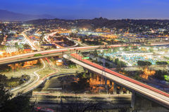 美丽的高速公路和街市都市风景 库存图片