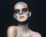 美丽的魅力女孩画象有黑眼睛构成的在f 免版税库存照片