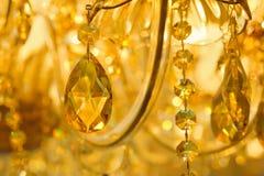 美丽的黄色枝形吊灯 库存照片