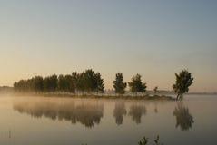 美丽的黎明湖 免版税库存照片