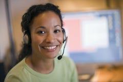 美丽的黑人耳机妇女 免版税库存图片