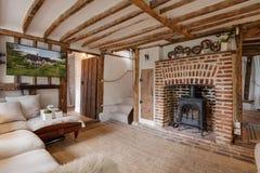 美丽的16世纪英国村庄客厅 免版税库存图片