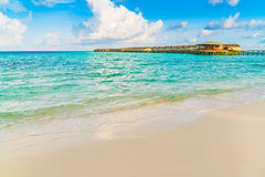 美丽的水别墅在sunris的热带马尔代夫海岛 库存照片