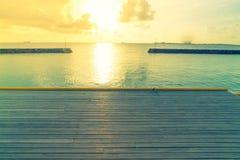 美丽的水别墅在sunris的热带马尔代夫海岛 库存图片