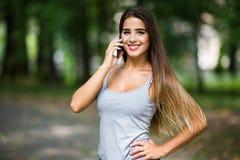 美丽的移动电话联系的妇女 库存照片