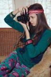美丽的年轻十几岁的女孩嬉皮拍摄与老影片加州 库存照片