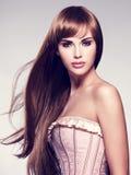 美丽的头发长的性感的妇女 免版税图库摄影