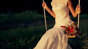 美丽的年轻夫妇新娘和新郎在a 影视素材