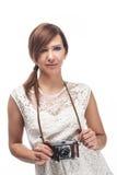 美丽的年轻女性摄影师 免版税库存图片