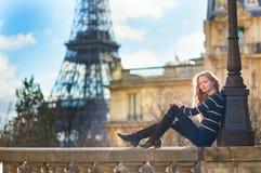 美丽的巴黎妇女年轻人 库存图片