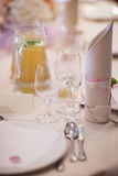 美丽的结婚宴会桌装饰 免版税库存照片