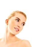 年轻美丽的轻松的白肤金发的妇女 免版税图库摄影