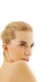 年轻美丽的轻松的白肤金发的妇女 免版税库存图片