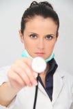 美丽的医生女性听诊器 免版税库存照片
