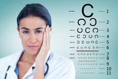 美丽的医生画象的综合图象有头的在手中 免版税库存图片