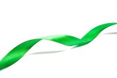 美丽的绿色丝带,有益于设计。隔绝在白色背景 免版税库存照片