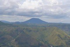 美丽的绿色山 免版税库存照片
