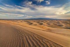 美丽的黄色沙丘在沙漠 戈壁 库存照片