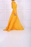 美丽的黄色礼服 免版税库存图片