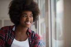 美丽的黑色纵向妇女年轻人 免版税库存图片