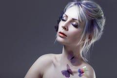 美丽的蝴蝶女孩 创造性组成 与定调子的画象 库存照片