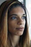 美丽的年轻西班牙妇女特写 免版税库存照片