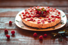美丽的素食主义者蛋糕用莓 免版税图库摄影