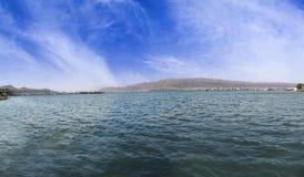 美丽的Ana Sagar湖全景在阿杰梅尔,拉贾斯坦,印度 免版税库存照片