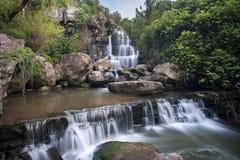 美丽的Bajouca瀑布在辛特拉,葡萄牙 免版税库存照片