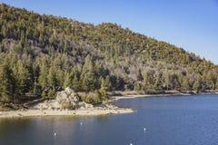 美丽的Big bear湖的早晨视图 免版税库存照片