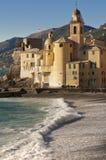 美丽的camogli在村庄附近的热那亚意大利 免版税图库摄影