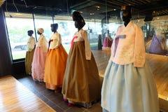 美丽的Hanbok,传统韩国礼服 免版税库存图片