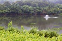 美丽的jinghu (安静的湖)与氧气涡轮 免版税库存照片