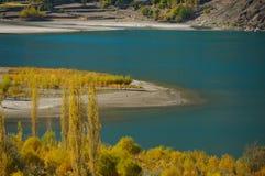 美丽的Khalti湖在巴基斯坦的北方地区 库存照片