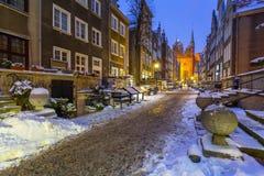 美丽的Mariacka街道在格但斯克在多雪的冬天 图库摄影