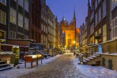 美丽的Mariacka街道在格但斯克在多雪的冬天 免版税图库摄影