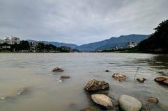 美丽的Qingyi河在雅安 库存照片