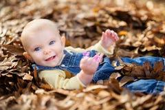 美丽的Smiing女婴 免版税库存照片