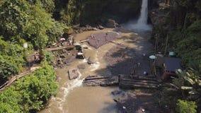 美丽的Tegenungan瀑布 4k天线 Ubud,巴厘岛,印度尼西亚 股票视频