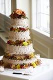 美丽蛋糕四有排列的婚礼 免版税图库摄影