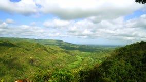 美丽迅速移动在从Panguk小山的英尺长度 影视素材
