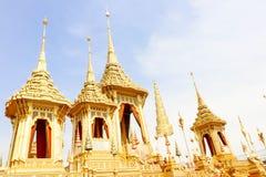 美丽金子视图嗯的皇家火葬场已故的国王普密蓬・阿杜德在2017年11月04日 库存图片