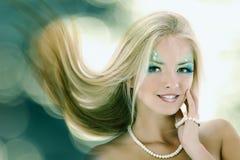 美丽青少年的女孩的美人鱼 免版税库存图片