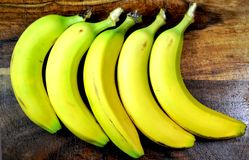 美丽,新鲜,有机黄色香蕉 免版税库存图片