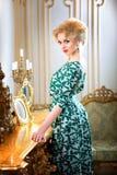美丽,白肤金发的妇女 免版税图库摄影
